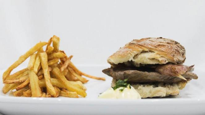 Sugestão do chef - Hamburguer em pão caseiro - Raízes, Lisboa