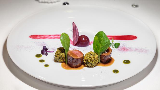 Filetto di maialino brulato al timo in velluto di caprino leggero al tartufo timballo di patata lessa e pistacchio - Tano passami l'olio, Milan