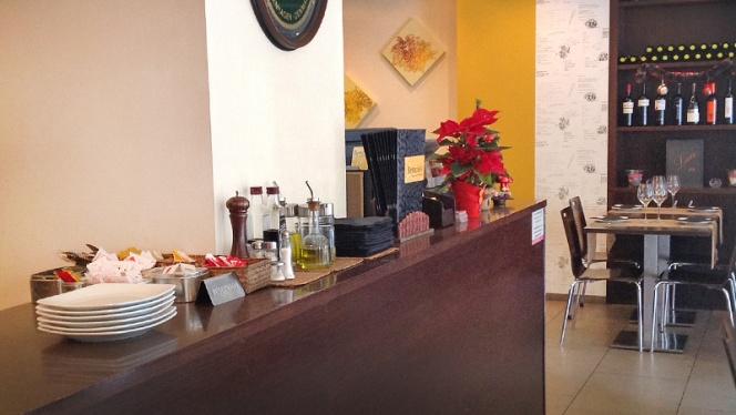 detalle barra y mesa - Benicio, Valencia