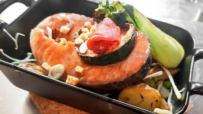 Filet de saumon français, sauce au vin rouge - Licandro Le Bistro, Aix-en-Provence