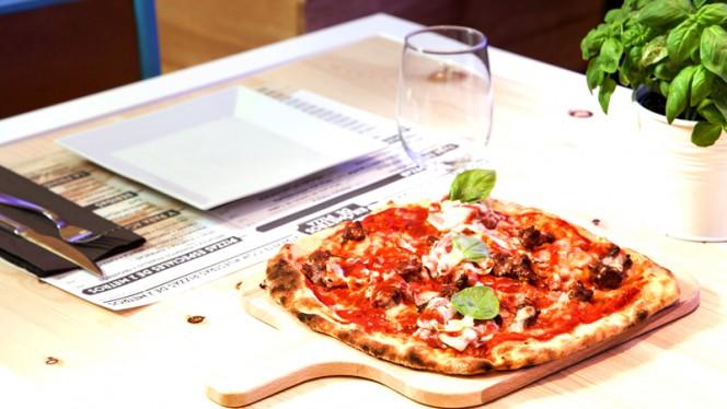 Kilómetros de Pizza – Avd. Brasil 5 - Kilómetros de Pizza – Avd. Brasil, Madrid