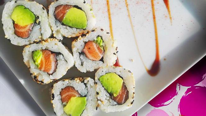 California Roll Saumon Avocat - Mika Sushi Brotteaux, Lyon