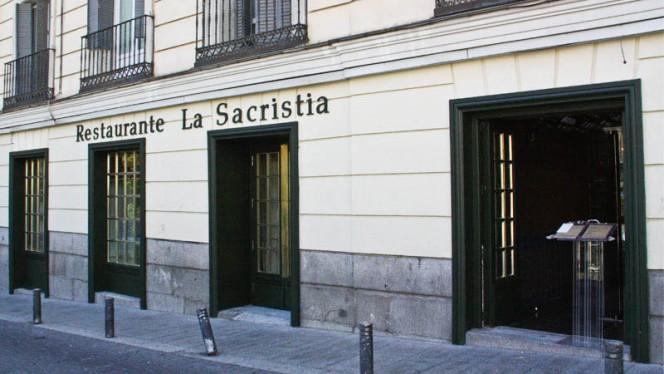 Fachada - La Sacristia, Madrid