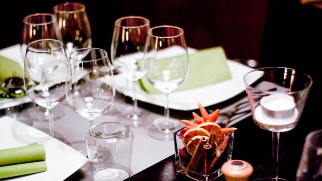 particolare tavolo - La meridienne, Piacenza