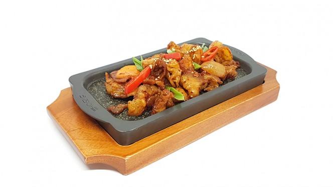 Geyuk-bokkum: pancetta fresca di suino saltata in salsa piccante con verdure - Lee's Korean Restaurant NAGRIN, Milan