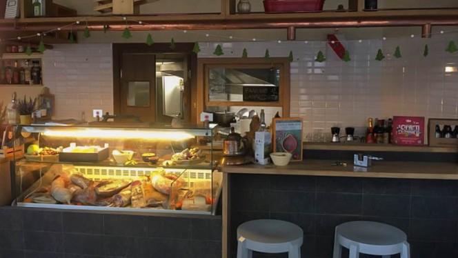 Interno - Dot Chianti STREET food, Milan