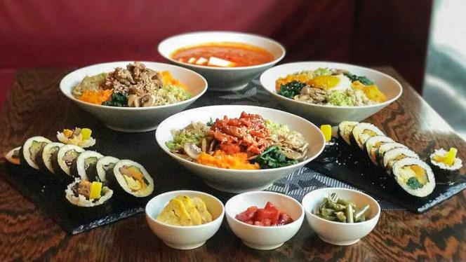 Cena Zuppa di Kimchi+Bi Bim Bab+Kimbap - ristorante coreano seoul, Milan