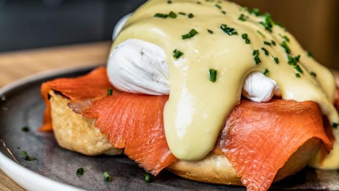 Eggs Benedict Royale op brioche (zalm) - Restaurant Bar Kantoor, Amsterdam
