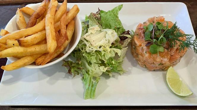 Tartare de saumon XXL - Les BomBistrot, Paris