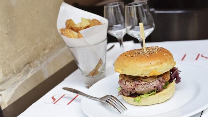 Burger - Chez Gustave anciennement Tea Follies, Paris