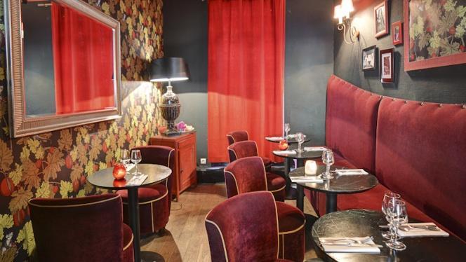 Vue salle - Chez Gustave anciennement Tea Follies, Paris