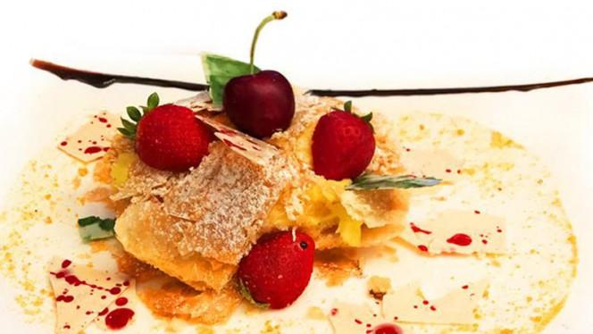 Sfoglia con Crema Pasticcera e Frutti Rossi - Lucifero Restaurant & Cocktail, Viareggio