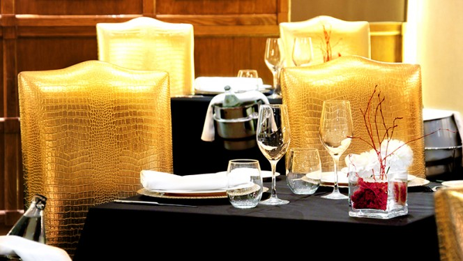 Detalle mesa - GastroVía 61 – Hotel Mayorazgo, Madrid