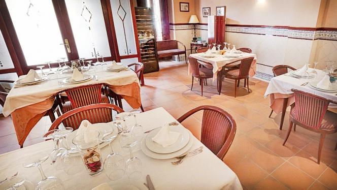 mesas montadas - El Cabanyal, Valencia