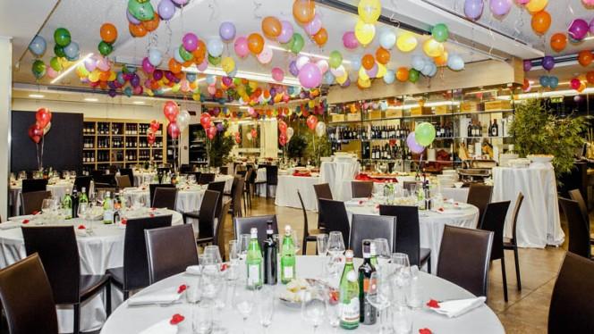 La sala per le feste con i palloncini - Corso Como 52 Restaurant, Limbiate