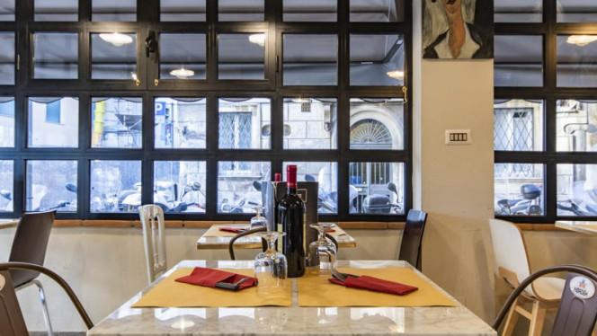 Particolare tavolo - Belli all'angolo Hosteria Caffè, Roma