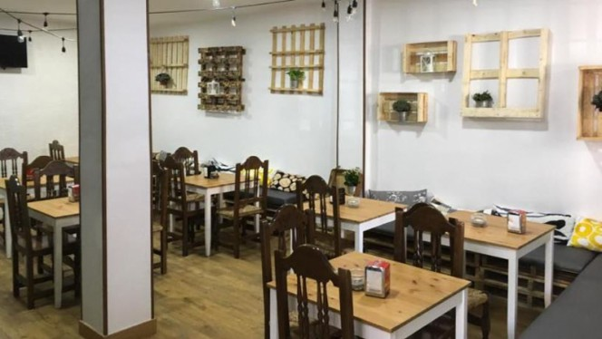 Sala - Llovizna Restaubar, Getafe
