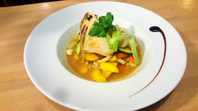 "Dos de cabillaud, petits légumes,bouillon ""Tom-Yum"" - 136 Avenue, Lyon"