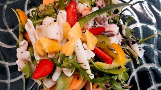 Insalata di mare con verdura e frutta di stagione - Decò, Viareggio
