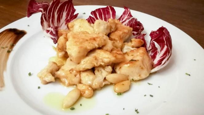 Filetti di pollo al vinsanto e mandorle - Villa Ducci, San Gimignano