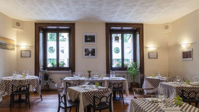 Veduta dell interno - La TrattOsteria de Milan, Milan