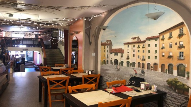 La sala interna - L'Emiliana, Lucca