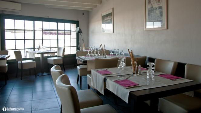 Salle du restaurant - Via Roma, Marseille