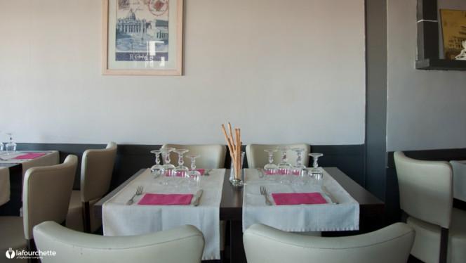Tables dressées - Via Roma, Marseille