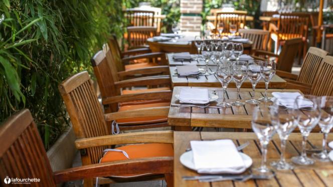 Tables dressées - La Cagouille, Paris