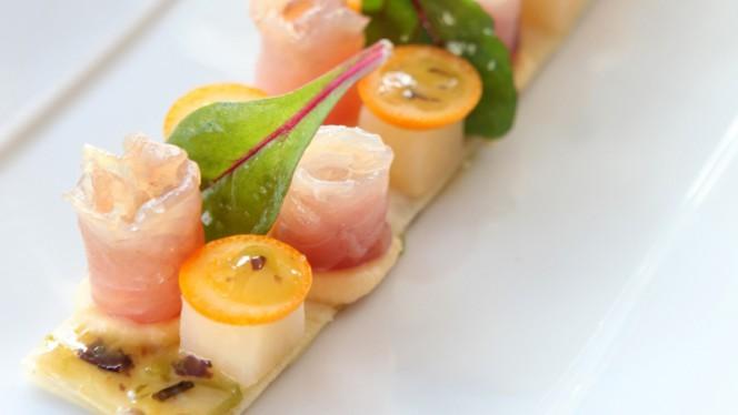 Mulet : façon gravelax, navet boule d'or en trois textures, vinaigrette kumquat aux algues - Le Relais 50, Marseille