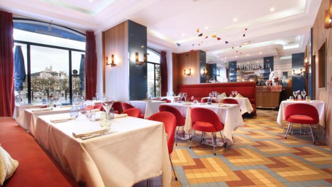 Salle intérieure du restaurant - Le Relais 50, Marseille