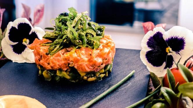 Tartar de salmón con alga wakame - niMÚ Azotea, León
