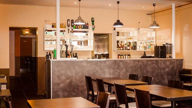 apreçu de la salle et le bar - Restaurant Africain Aboussouan, Nantes