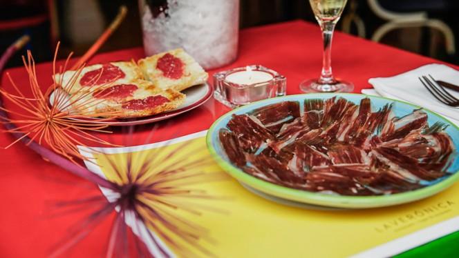 Jamón ibérico en pan de cristal con tomate y aceite - LaVerónica, Madrid