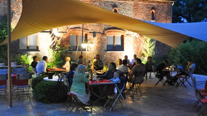 La terrasse un soir d'été - L'Effet Bœuf, Mons