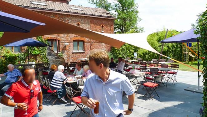 Le terrasse et l'apéro au soleil - L'Effet Bœuf, Mons