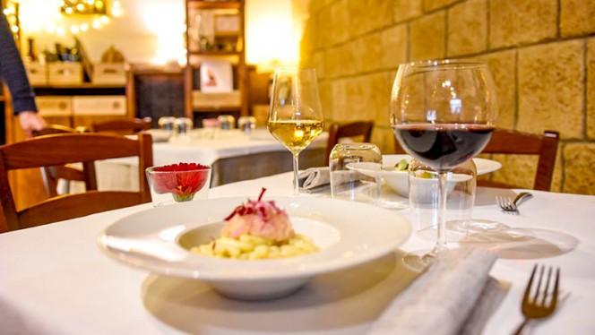 Particolare tavolo - Osteria degli Ulivi, Ferrara