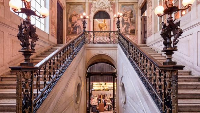 Escadaria - Palácio Chiado, Lisbon