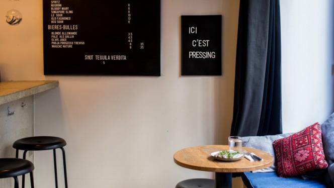 Coin de la salle - Pressing, Paris