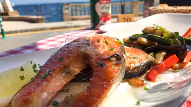 Salmón a la plancha con verduras de temporada - Da Giovanni, Tossa De Mar