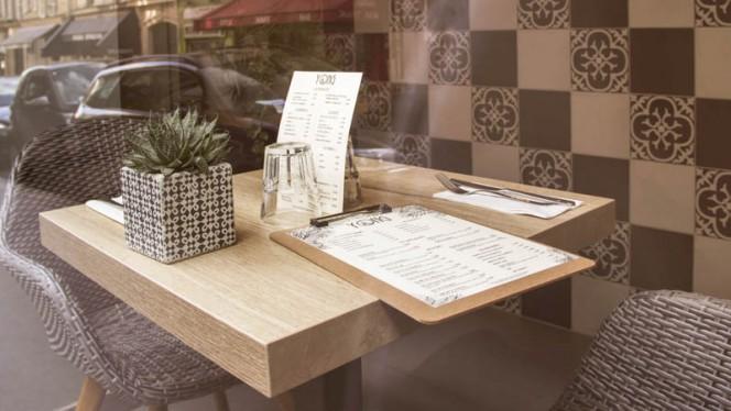 Table de devant - Yong, Paris