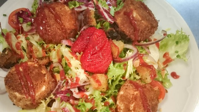 Salade fraîcheur au chèvre et fruits de saison - Le 1774 - Les Jambons de Marinette,