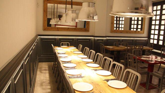 mesa larga - La Pulpería de Victoria, Madrid