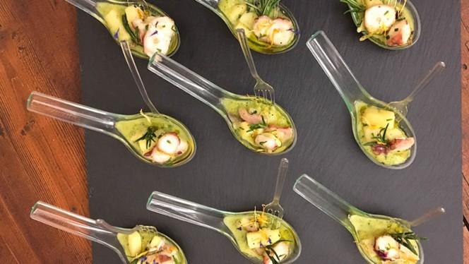 Piccola insalata di mare su guacamole di zucchine - Affresco, Mantova