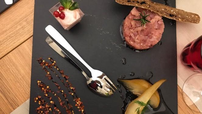 Tartare di tonno, pere caramellate e maionese al ribes - Affresco, Mantova