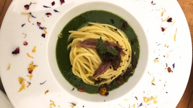 Vellutata di cime di rapa, spaghettoni Vicidomini e crumble di pane nero - Affresco, Mantova