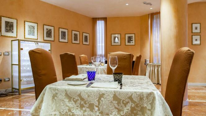 Veduta dell interno - EAT Restaurant, Milan