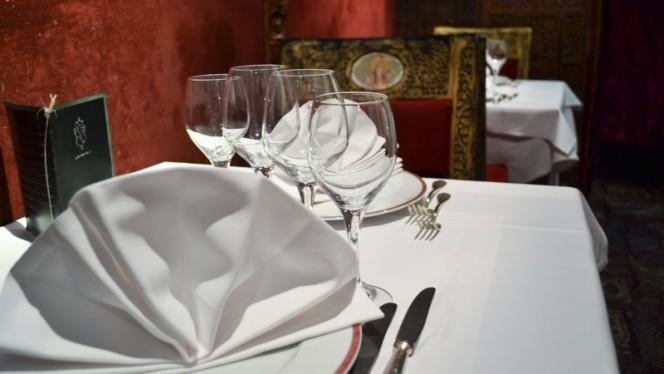 Détail de la table - Chez Gaandhi, Paris