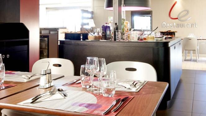 Table dressée - Campanile Marseille Saint-Antoine, Marseille