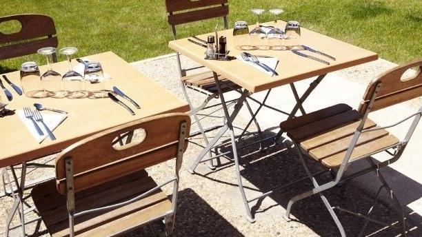 Tables exterieures - Campanile Vitrolles Anjoly, Vitrolles